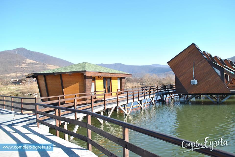 (Foto) Satul plutitor din România, unic în Europa, este deschis. Vezi cum arată în interior și cât costă o cameră: 7