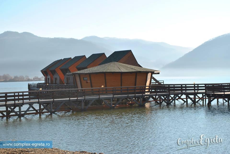 (Foto) Satul plutitor din România, unic în Europa, este deschis. Vezi cum arată în interior și cât costă o cameră: 5