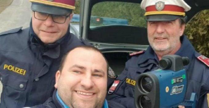 """Șofer român amendat în Austria, face selfie cu polițiștii și postează pe Facebook: """"Ca sa înțeleagă toți șoferii din România, când ești vinovat plătești…nu cauți motive. Poliția austriacă m-a ..."""" 7"""