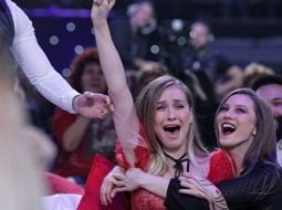 """(Video) Eurovision 2019. Ester Peony va reprezenta România! Mihai Traistariu:""""Ester a câștigat !Fără pile, fără telefoane, fără impresari, fără wildcard-uri inventate, fără ..."""" 7"""