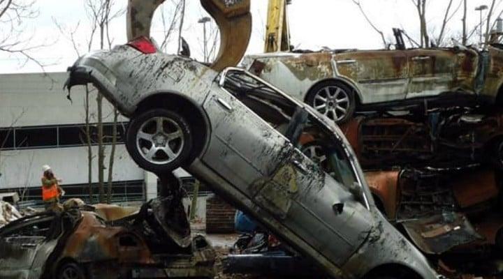 Român jefuit pe o şosea din Italia şi lăsat fără BMW-ul seria 5. a fost electrocutat cu pistoale cu electroşocuri. Maşina, găsită la fier vechi 1