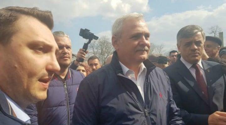 """(Video) Dragnea făcut de ras: """"Ce am făcut noi?""""; Bărbat: """"Nimic"""". Liderul PSD s-a enervat brusc. Reacția lui Dragnea 1"""