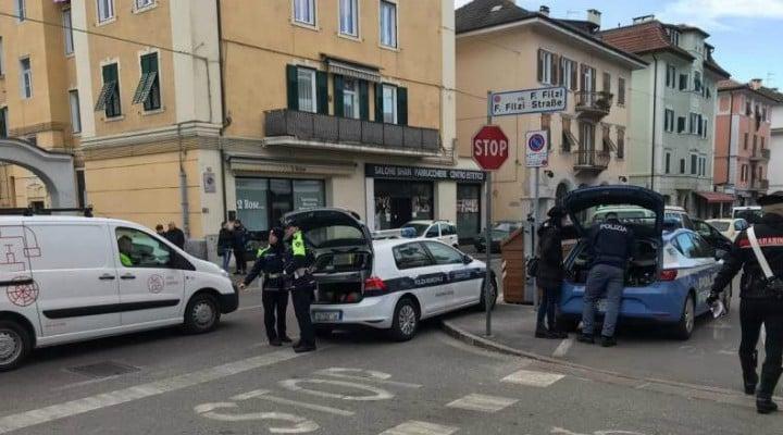 Româncă din Italia înjunghiată în stradă de un infirmier, salvată de un poliţist în afara serviciului 1