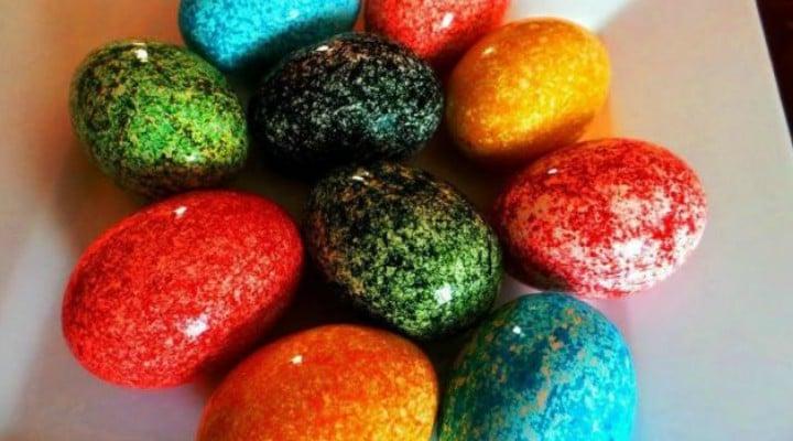 VIDEO. Cum vopsești ouăle de Paște cu orez: cea mai simplă tehnică 1