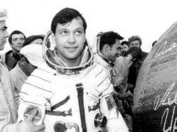 """Dumitru Prunariu. 38 de ani de la primul zbor în cosmos al unui român ! În seara zilei de 14 mai 1981, la ora 20:17 (ora Bucureştiului), a decolat în spaţiul extraterestru cu nava """"Soiuz 40"""" 32"""