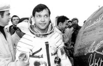 """Dumitru Prunariu. 38 de ani de la primul zbor în cosmos al unui român ! În seara zilei de 14 mai 1981, la ora 20:17 (ora Bucureştiului), a decolat în spaţiul extraterestru cu nava """"Soiuz 40"""" 41"""