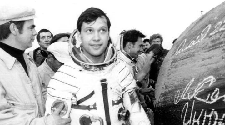 """Dumitru Prunariu. 38 de ani de la primul zbor în cosmos al unui român ! În seara zilei de 14 mai 1981, la ora 20:17 (ora Bucureştiului), a decolat în spaţiul extraterestru cu nava """"Soiuz 40"""" 1"""