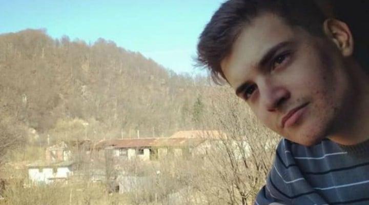 """Filip Havarneanu: """"Mai sunt 9 zile până la alegeri şi începe deja să se simtă suflul schimbării. S-a simţit la Iaşi, la Cluj, la Galaţi şi la Târgu Mureş....Tineri precum Popoviciu Alin, la 17 ani, ne oferă o lecţie de demnitate civică extraordinară. Avem..."""" 1"""