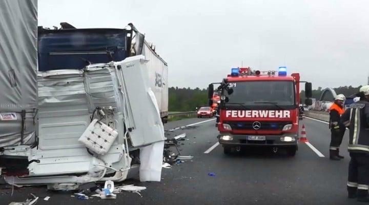 Şofer român în Germania dat jos de la volan, cu forţa, de polițist ca să se uite la victima unui accident mortal 1