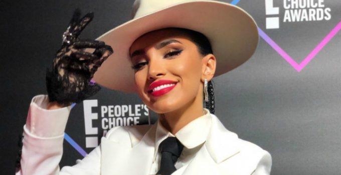 Adelina Pestriţu, cel mai bun influencer din România, potrivit E! People's Choice Awards. Diferența între Adelina Pestriţu și următorul clasat a fost de mai bine de un million de voturi 1