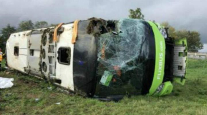 Accident! Români implicați într-un accident în Franța. Un autocar cu 33 de pasageri s-a răsturnat 1
