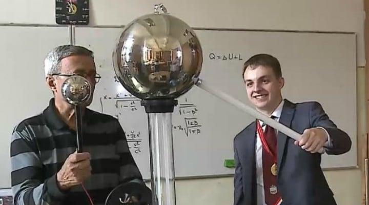 Un elev din România a luat aurul la Olimpiada asiatică de fizică din Hanoi, Vietnam 1