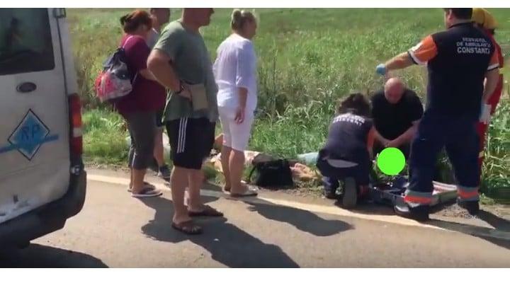 Foto Accident. Oameni întinși pe câmp după ce un șofer de TIR a oprit brusc pe șosea, pe DN 38 1