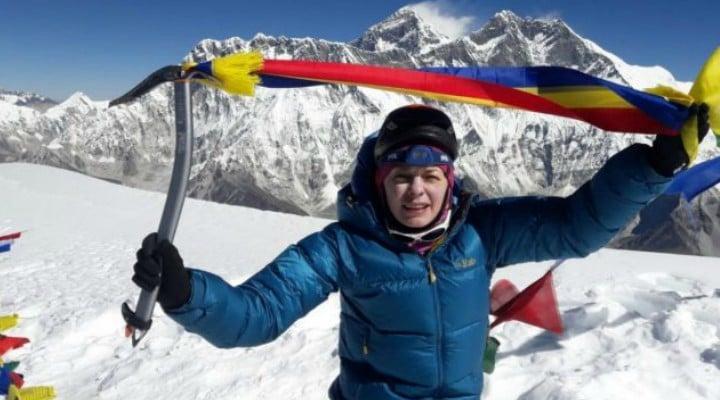 """FELICITĂRI! Prima româncă ajunsă pe vârful Ama Dablam din Himalaya, la 6.812 metri altitudine: """"Totul era vertical, foarte abrupt... Statistic, majoritatea accidentelor mortale se întâmplă la coborâre..."""" 21"""