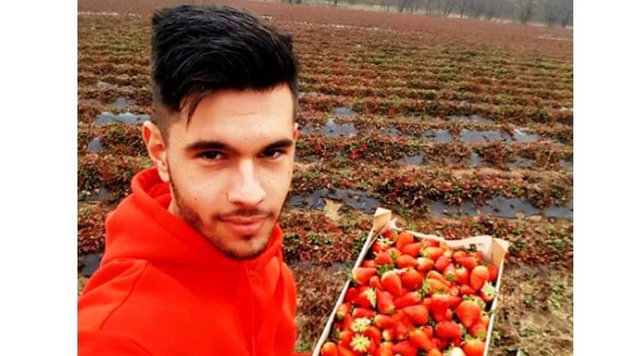 """Alexandru Drăghici și-a adus părinții acasă după ce au muncit 12 ani în Italia: """"Îmi doream enorm să-mi aduc părinţii acasă. Timp de 12 ani, eu şi fratele meu nu i-am avut lângă noi. Au muncit 12 ani în Italia, au pus ban pe ban pentru ca noi să avem un trai mai bun. Mereu când le spuneam să..."""" 1"""