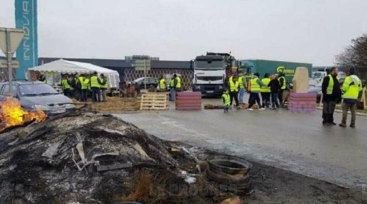 Vestele Galbene. Un şofer român de TIR a fost bătut în Franţa, pe autostradă, cu parul de un protestatar 1