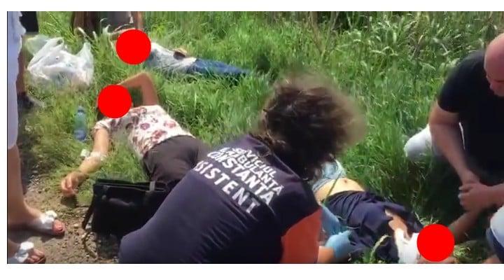 Foto Accident. Oameni întinși pe câmp după ce un șofer de TIR a oprit brusc pe șosea, pe DN 38 4
