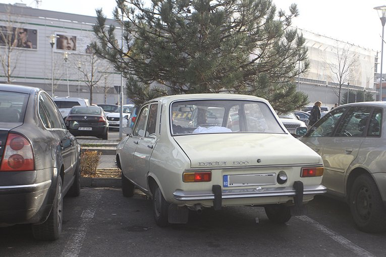"""(Foto) Unul dintre cei mai cunoscuţi chefi din România a renunţat la Range Rover pentru o… """"rablă"""" de 45 de ani! 2"""