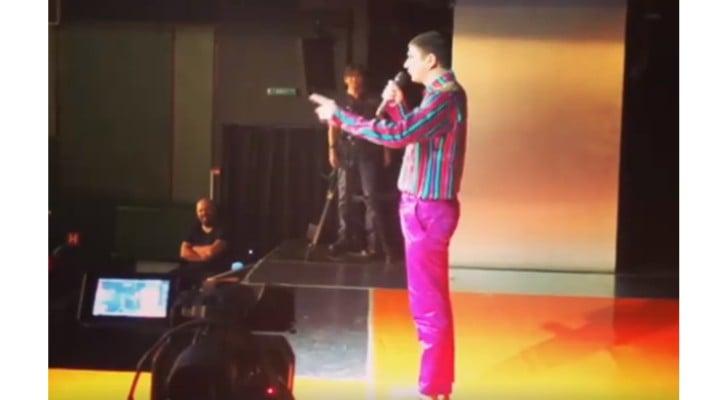 """(Video) Liviu Dragnea, făcut de râs de actori în timpul piesei """"Mult zgomot pentru... nimic"""" ...""""Nimic ești tu!"""" 1"""