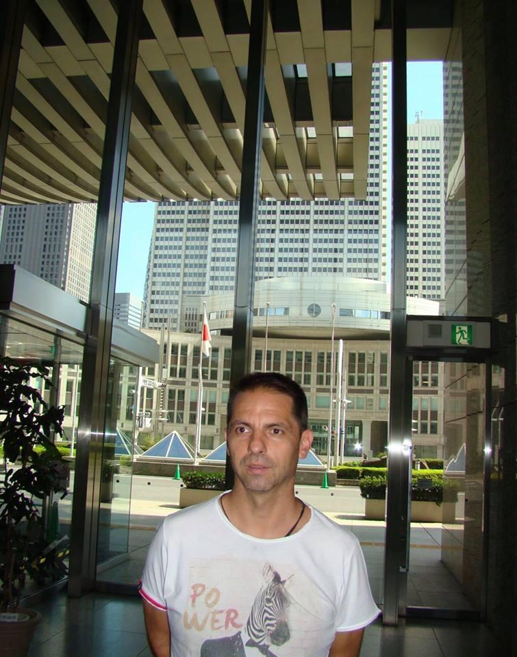 """Dan Negru: """"M-am dus eu sa cer scuze la Guvernul Japoniei. Așa arată clădirea guvernului metropolitan din Tokyo! La parter au o ..."""" 1"""