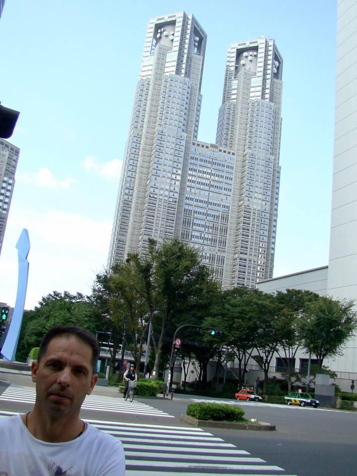 """Dan Negru: """"M-am dus eu sa cer scuze la Guvernul Japoniei. Așa arată clădirea guvernului metropolitan din Tokyo! La parter au o ..."""" 2"""
