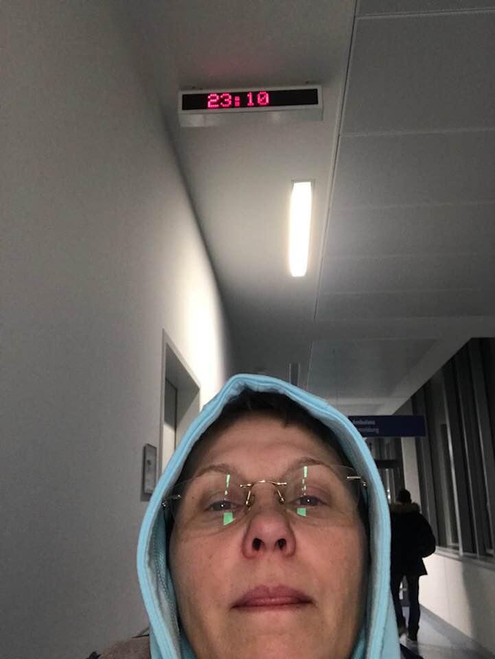 """(Foto) Româncă bolnavă de cancer. Soare Miriam Eugenia: """"Sper ca pana la moarte sa nu mai ajung vreodata in Germania... Am stat de la ora 15,48 pana la 23,10, cu febra 39, la camera de garda, la urgenta unuia dintre cele mai mari spitale din Hamburg, rugandu-ma de ei sa ..."""" 3"""