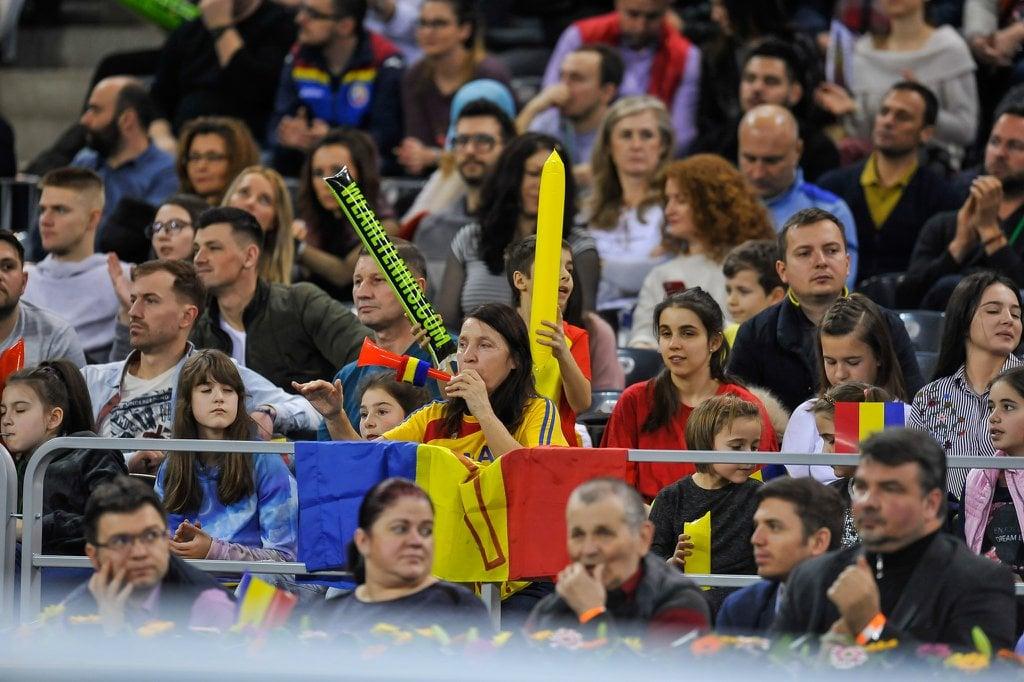 """(Foto) Simona Halep: """"Joacă perfect fetele și fără mine"""". România conduce cu 2-0 4"""