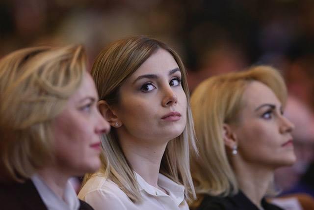 """Elena Vijulie: """"Multe lucruri s-au spus despre iubita lui Liviu Dragnea aşezată la Congres între primarul Capitalei şi ministrul de Interne ... În cazul de faţă, cuplul nu a apărut împreună în mod constant la evenimente publice ...Aşa ceva se întâmplă în ierarhiile de..."""" 2"""
