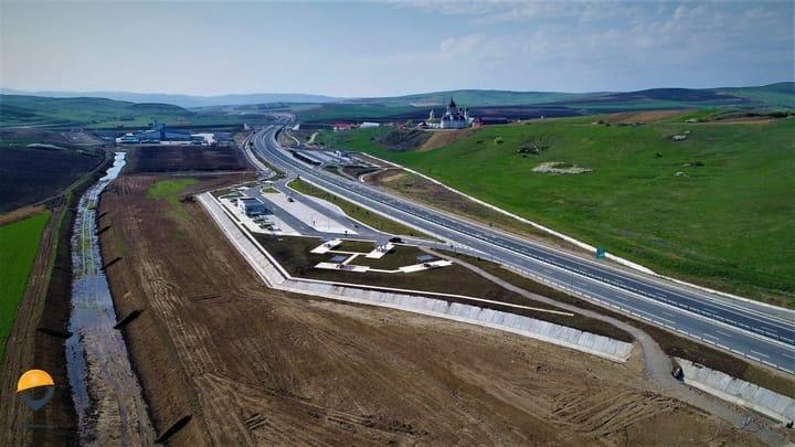 """(Foto) Autostrada din România finalizată (arată superb) dar ținută închisă! Asociația Pro Infrastructură: """"RUȘINE! Ne chinuim din decembrie 2017 să explicăm unei țări întregi situația penibilă în care ne aflăm... Conform informațiilor aflate pe surse, se pare că avem stabilite datele pentru recepție"""": 6"""