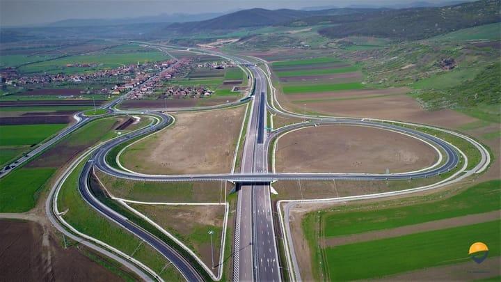"""(Foto) Autostrada din România finalizată (arată superb) dar ținută închisă! Asociația Pro Infrastructură: """"RUȘINE! Ne chinuim din decembrie 2017 să explicăm unei țări întregi situația penibilă în care ne aflăm... Conform informațiilor aflate pe surse, se pare că avem stabilite datele pentru recepție"""": 4"""