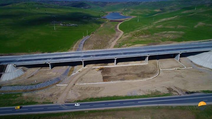 """(Foto) Autostrada din România finalizată (arată superb) dar ținută închisă! Asociația Pro Infrastructură: """"RUȘINE! Ne chinuim din decembrie 2017 să explicăm unei țări întregi situația penibilă în care ne aflăm... Conform informațiilor aflate pe surse, se pare că avem stabilite datele pentru recepție"""": 3"""