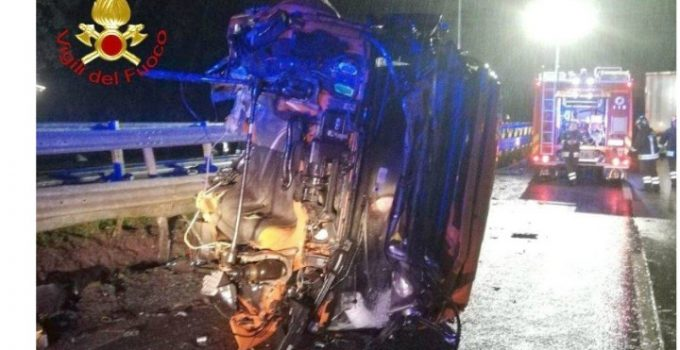 """(Foto) Zeci de şoferi români, apel disperat din Franţa: """"Avem 17 ore, suntem nemîncaţi! Faceţi ceva cu noi, că suntem blocaţi în Franţa de 8 ore cu camioanele şi nu ne zice nimeni nimic...."""" 9"""