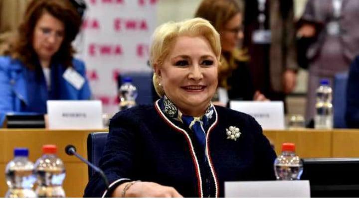 """(Video) Sărăcuța Viorica, nu înțelege nimic. Viorica a fost huiduită iar. """"Analfabeta"""", România fără hoți i-au strigat tinerii. Reacția Vioricăi 1"""