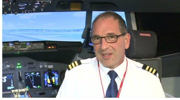 """Lecție de viață. Un român a devenit pilot, la 51 de ani, după ce a lucrat la fast-food. """"În 1988, m-or prins la graniță, bineînțeles m-au bătut bine, m-au închis, dar a doua oară am ..."""" 1"""