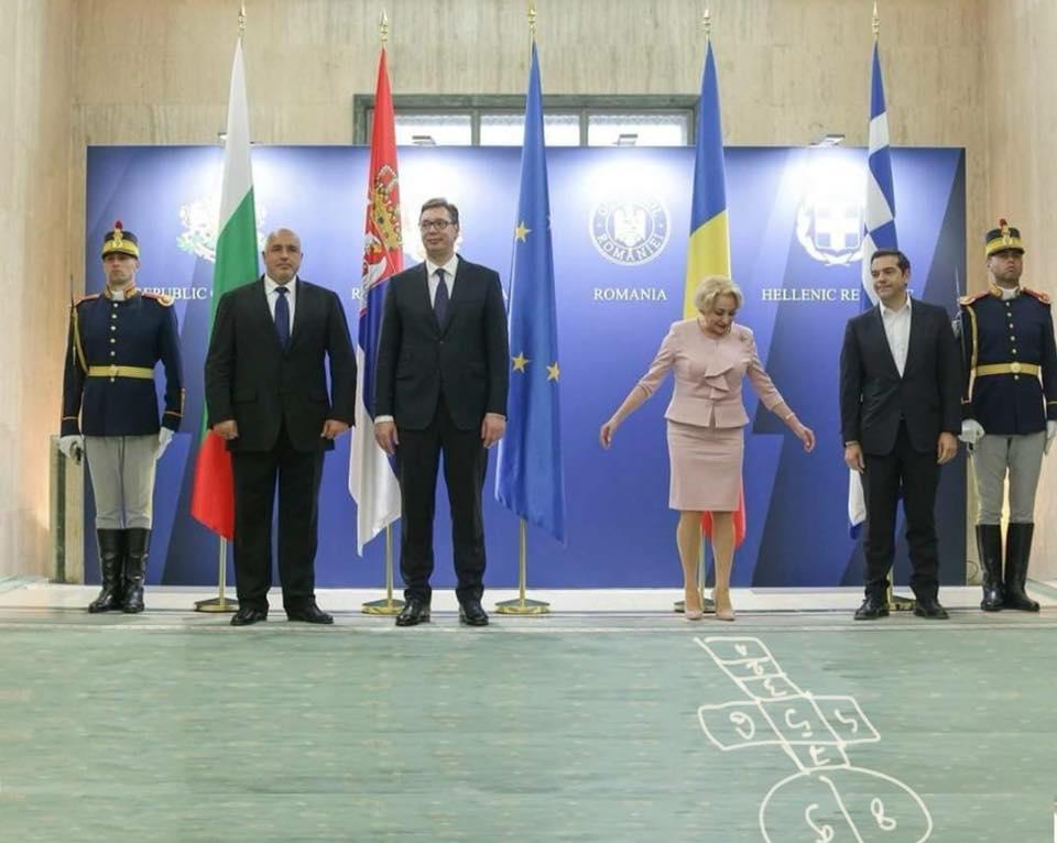 """(Foto) Viorica Dăncilă, vedetă din nou pe Facebook! Sebastian Lazaroiu: """"Eu simt așa...  PSD nu se aștepta ca Dăncilă să fie atât de tută.  S-o trimită acasă acum? E prea târziu...  Și-atunci o folosesc spre ..."""" 5"""