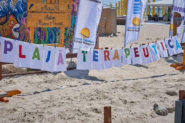 """(Foto) Proiect unic în România. Un psiholog a făcut o """"plajă terapeutică"""", GRATUITĂ, la Mamaia: """"Te rog sa-mi faci o vizita, daca ajungi vara aceasta pe litoral. Vreau sa te convingi ca povestea mea este adevarata. Plaja este destinata in principal ..."""" 3"""