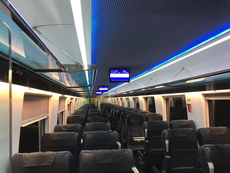 """(Foto) Tren superb din România. Vitalie Cojocari: """"Acum vreo două luni, în Gara de Nord am intrat într-un astfel de tren care pare să nu fie din România! Ei bine, este fix de la noi. Culmea e și produs în țara noastră..."""" 9"""