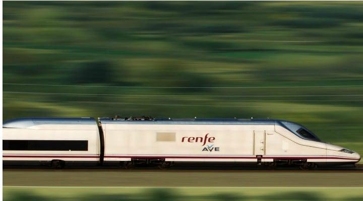 """Româncă în Spania: """"Experienta cu AVE – trenul spaniol de mare viteza. Nimeni nu a mâncat semințe  În tren nimeni nu a vorbit tare sa il auda tot vagonul, nimeni nu a ascultat muzica decât la căști si gunoaiele le depozitau in locuri special amenajate. Daca ți se termina bateria la telefon, nicio problema, fiecare scaun are priza lui pentru încărcat! La un moment dat …"""" 1"""