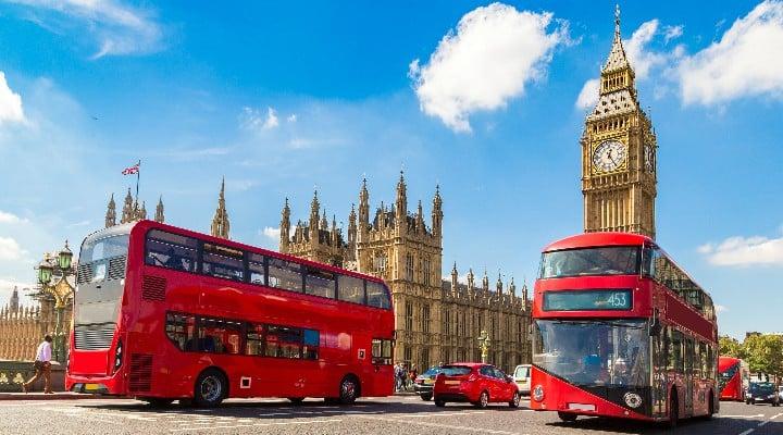 """Cezar Cristian Fanaru: """"Viata in Londra: Daca nu ai plecat din România încă ,si ai de gând să pleci, iți pot spune cum stau lucrurile in Londra ,ca sa știi ce te așteaptă in cazul in care nimerești pe aici.   Sau poate ai prieteni pe aici care evita sa iti spuna adevarul...."""" 1"""