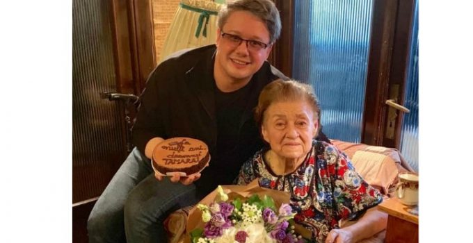 """(Foto) Tamara Buciuceanu Botez a împlinit 90 de ani. Fuego: """"Sunt tare fericit! Am ajuns ieri la doamna TAMARA BUCIUCEANU BOTEZ  ..Asta e ea – pozitivitate, bunătate, naturalețe și o luciditate cum rar ți-e dat să vezi! I-am dus tort, am ciocnit și i-am oferit, simbolic, distincția """"DRAG DE ROMÂNIA MEA!"""", pentru tot ce înseamnă ea în această țară pe care a marcat-o definitiv cu talentul său suprem!"""" 5"""