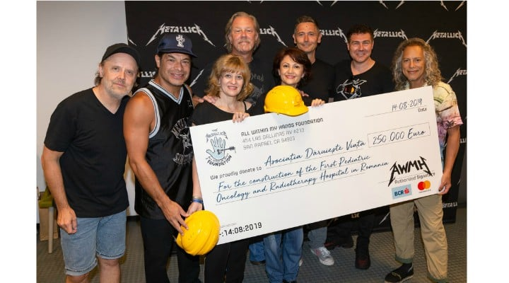 """Respect. Metallica donează 250.000 de EURO pentru Spitalul de Oncologie și Radioterapie Pediatrică. Adriana : """"Bravo, artiștilor! """"Pensiile speciale"""" nu pot lua exemplul lor, că au cheltuieli mari la întreținere (vile, mașini, menajere, copii, nepoți, amante, neveste)....."""" 1"""