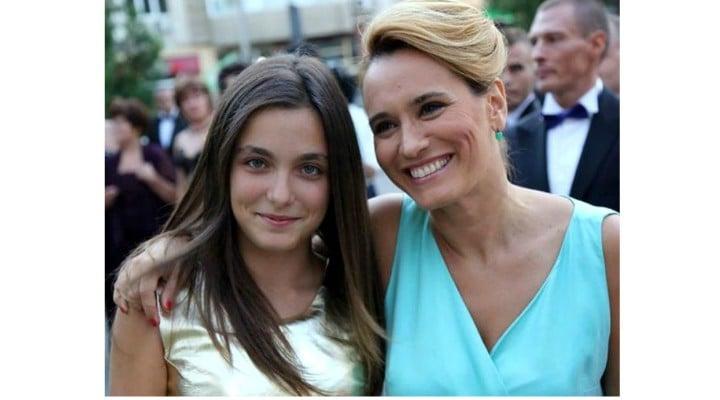 """Andreea Esca îi duce dorul fiicei sale Alexia care a plecat să studieze în Anglia: """"Mi-e greu fără ea…"""" 1"""