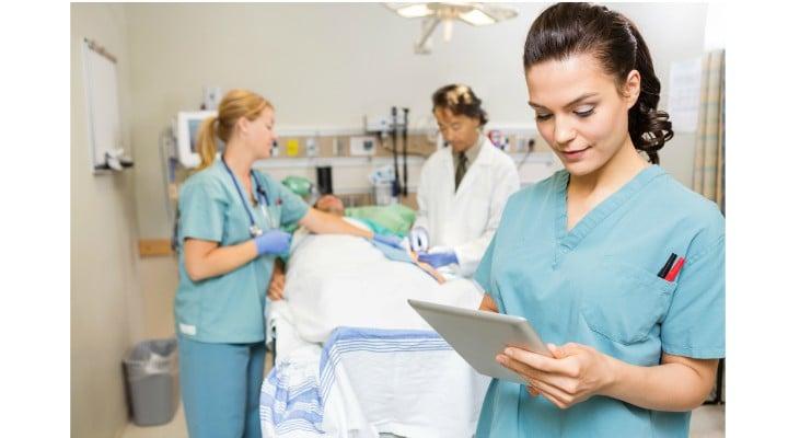 """Spital din România, infirmiere tratate ca slugi de paciente. Pavel Alina Mirona: """"O colegă de suferință a primit o boxă portabilă! Să vă scriu ce am simțit când am început să-l aud pe Guță? ... dna infirmieră, mătură, spală...schimbă coşul și ne roagă să ..."""" 1"""
