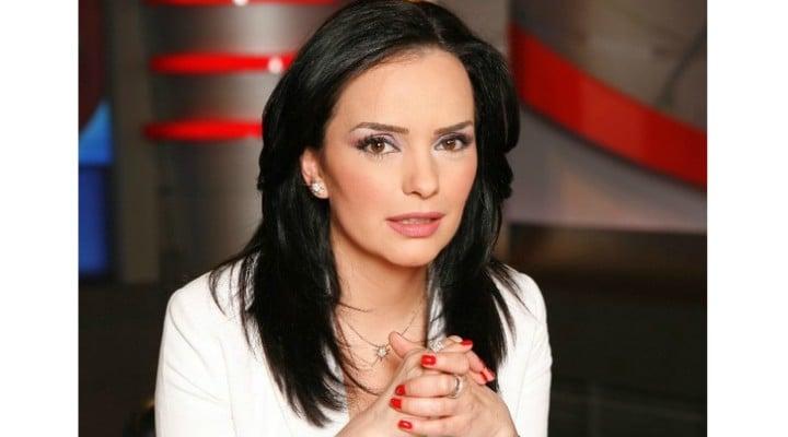 "Magda Vasiliu Stoian: ""Mda... Deci, chirurgul fals a fost ajutat de un avocat, tot fals, sa ajunga sa profeseze in Romania, o tara in care cam totul e fals...La fel ca bunastarea celor care se dau cu BMW ul dar locuiesc cu chirie in 50 de metri patrati... La fel ca si ..."" 1"