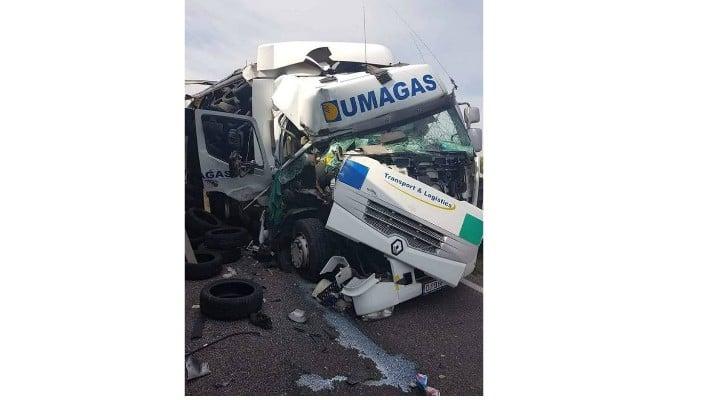 (Foto) Un şofer român de TIR a avut zile. A scăpat cu viaţă dintr-un accident teribil, în Ungaria 4