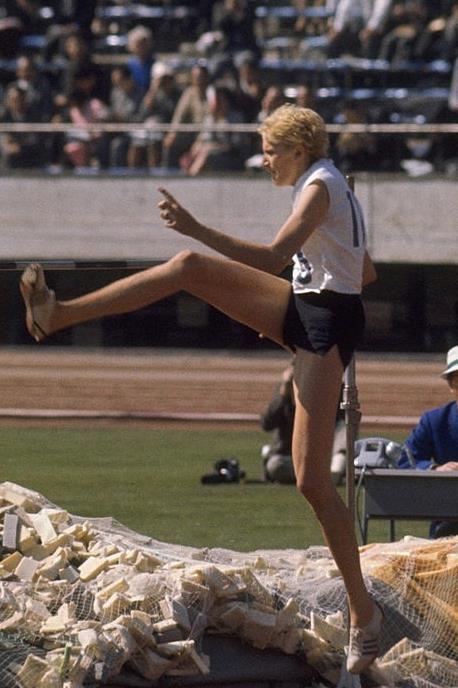RESPECT!  10 septembrie, în anul 1960, la Jocurile Olimpice de la Roma, IOLANDA BALAȘ, supranumită de gazde la grande bionda, A SĂRIT 1,85 METRI și a câștigat medalia olimpică de aur la o diferență de 14 cm față de următoarea clasată. În total România a obținut 10 medalii (3 aur, 1 argint, 6 bronz) 2