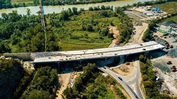 """(Foto) Imagini aeriene deosebit de spectaculoase - zona celebrului deal """"al liliecilor"""" de pe Autostrada A1 9"""