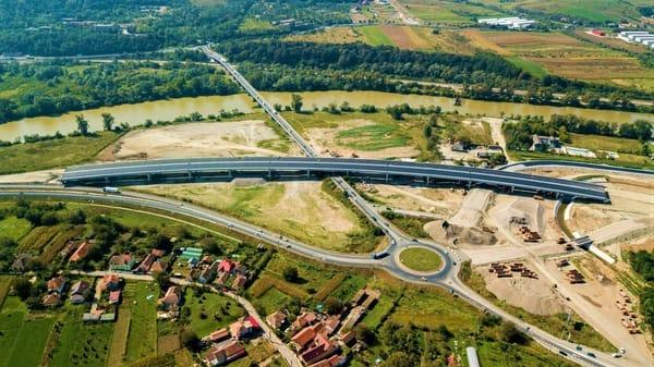 """(Foto) Imagini aeriene deosebit de spectaculoase - zona celebrului deal """"al liliecilor"""" de pe Autostrada A1 7"""