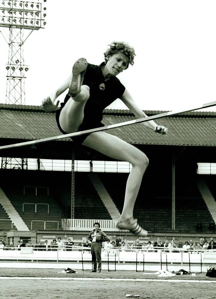 RESPECT!  10 septembrie, în anul 1960, la Jocurile Olimpice de la Roma, IOLANDA BALAȘ, supranumită de gazde la grande bionda, A SĂRIT 1,85 METRI și a câștigat medalia olimpică de aur la o diferență de 14 cm față de următoarea clasată. În total România a obținut 10 medalii (3 aur, 1 argint, 6 bronz) 5