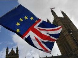Brexit și pentru 400,000 de români. Premierul britanic a acceptat cele două scenarii pentru amânarea Brexitului propuse de UE 35